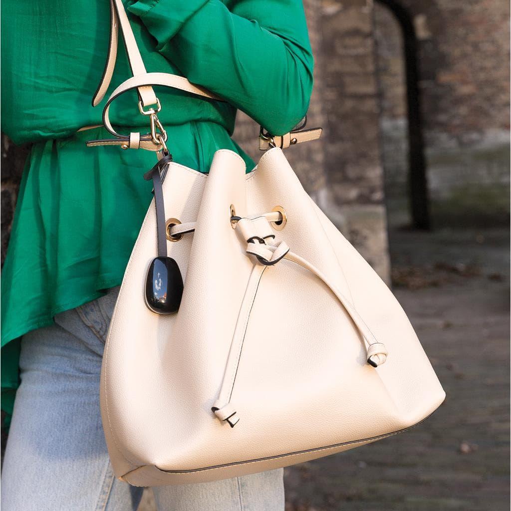 Keti - zaštitni ženski privezak za torbe i tašne 2