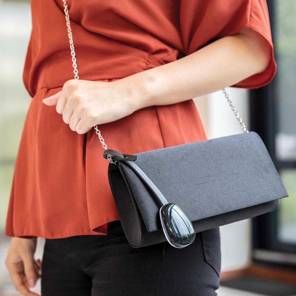 Keti - zaštitni ženski privezak za torbe i tašne 10